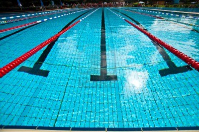 14565076-swimming-pool-with-red-lines-during-a-triathlon