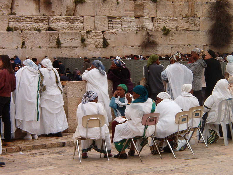 ethiopian-women-praying-at-the-kotel-western-wall.jpg