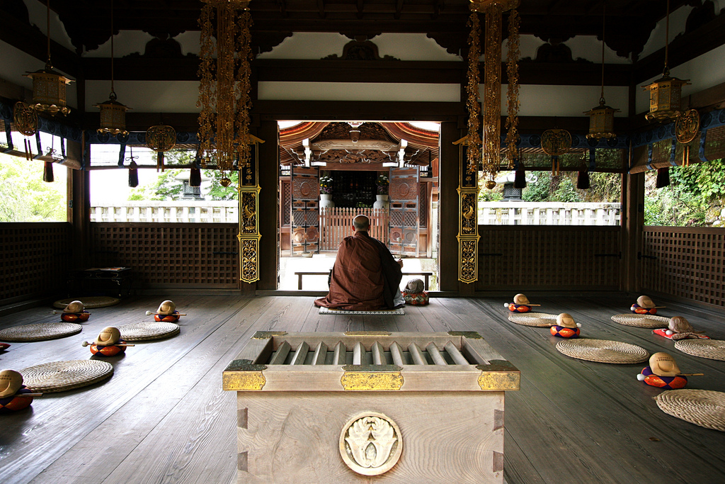 buddhist-monk-kyoto-japan-photo-by-lauris-ducasse.jpg