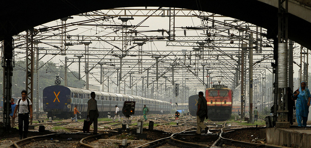stranded-new-delhi-passengers-walk-train-tracks-photo-by-multimediapre.jpg