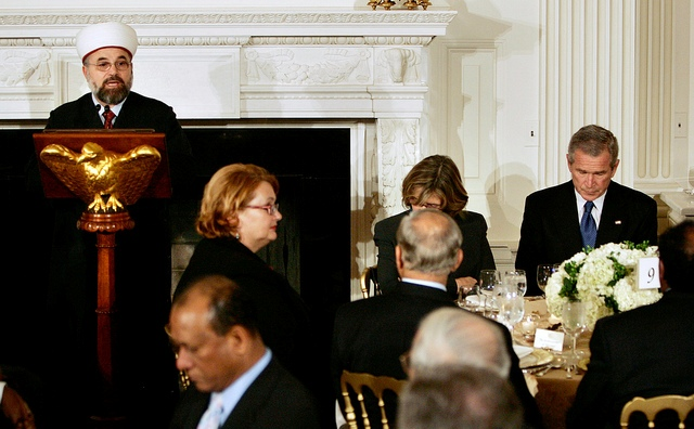 white-house-ramadan-iftar-dinner-president-george-w-bush-photo-by-jason-reed-reuters.jpg
