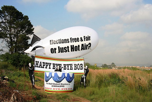 balloon-demostration-crashes-robert-mugabes-birthday-party-beitbridge-south-africa-zimbabwe-border-photo-by-sokwanele.jpg