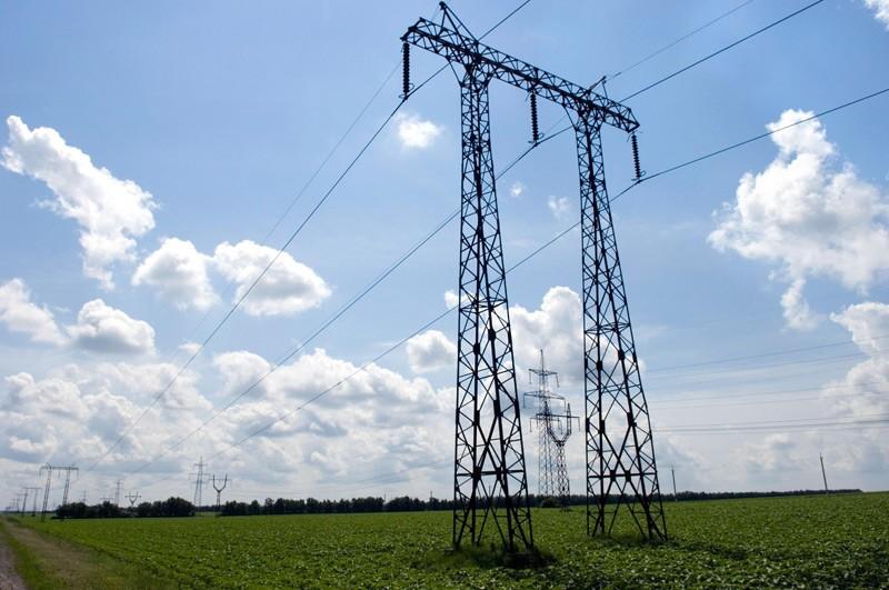 electricity-transmission-photo-courtesy-of-wikimedia-commons.jpg