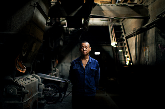 chinese-worker-in-an-old-factory-in-beijing-china-2011-photo-by-raphael-olivier.jpg