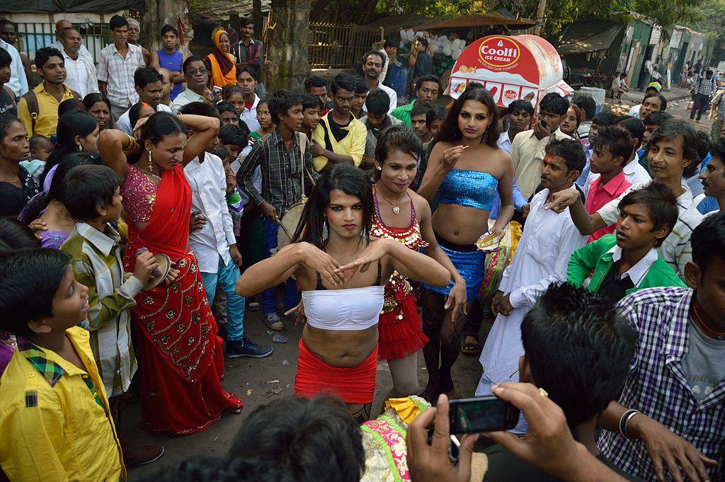 hijra-dance-chhath-festival-strand-road-kolkata-2013-11-09-source-wikipedia.jpg