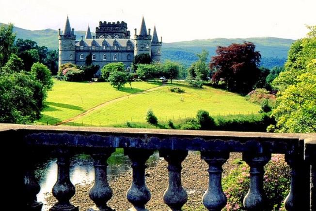 scotland-inverary-castle-photo-by-rolf-bach1.jpg