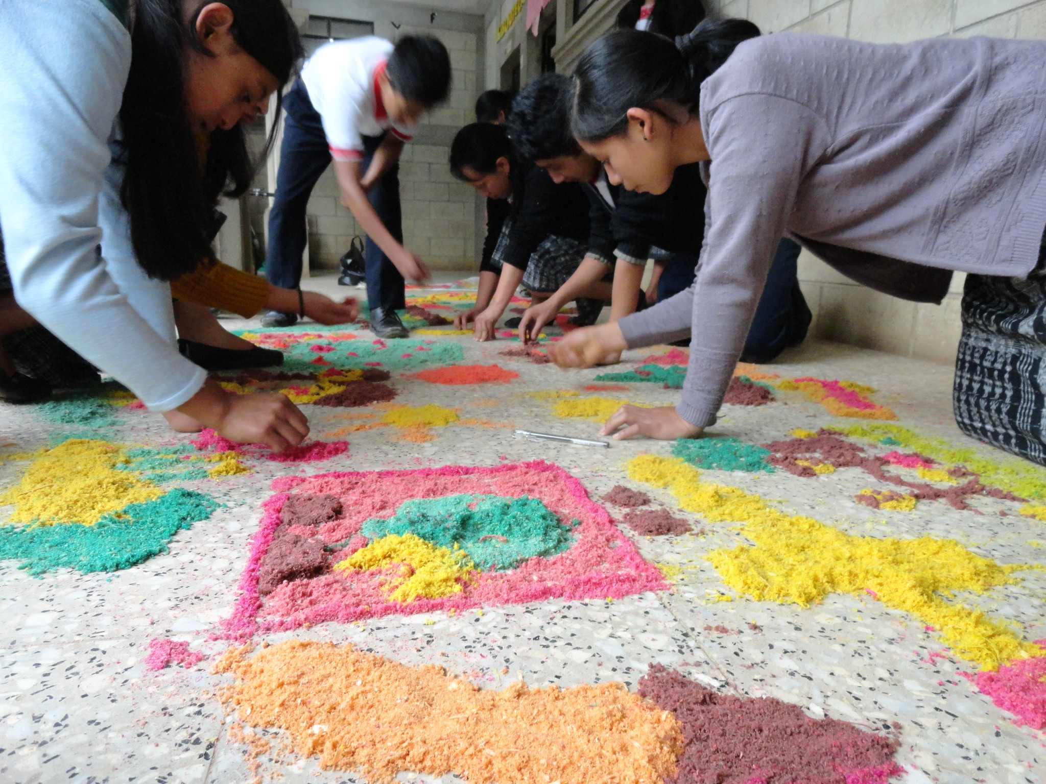 Service Learning VCU, 2013. San Juan de Comalapa, Guatemala  Teaching Artist  As part of a study abroad graduate class, I participated in a service-learning trip to San Juan de Comalapa. Here I worked with high school students to create a community artwork which addressed environmental and social concerns that the students themselves had. Throughout the course of the project, students designed messages which would represent their concerns for their chosen issue. I researched local art making practices and asked students to  use these culturally relevant materials to create a community artwork.