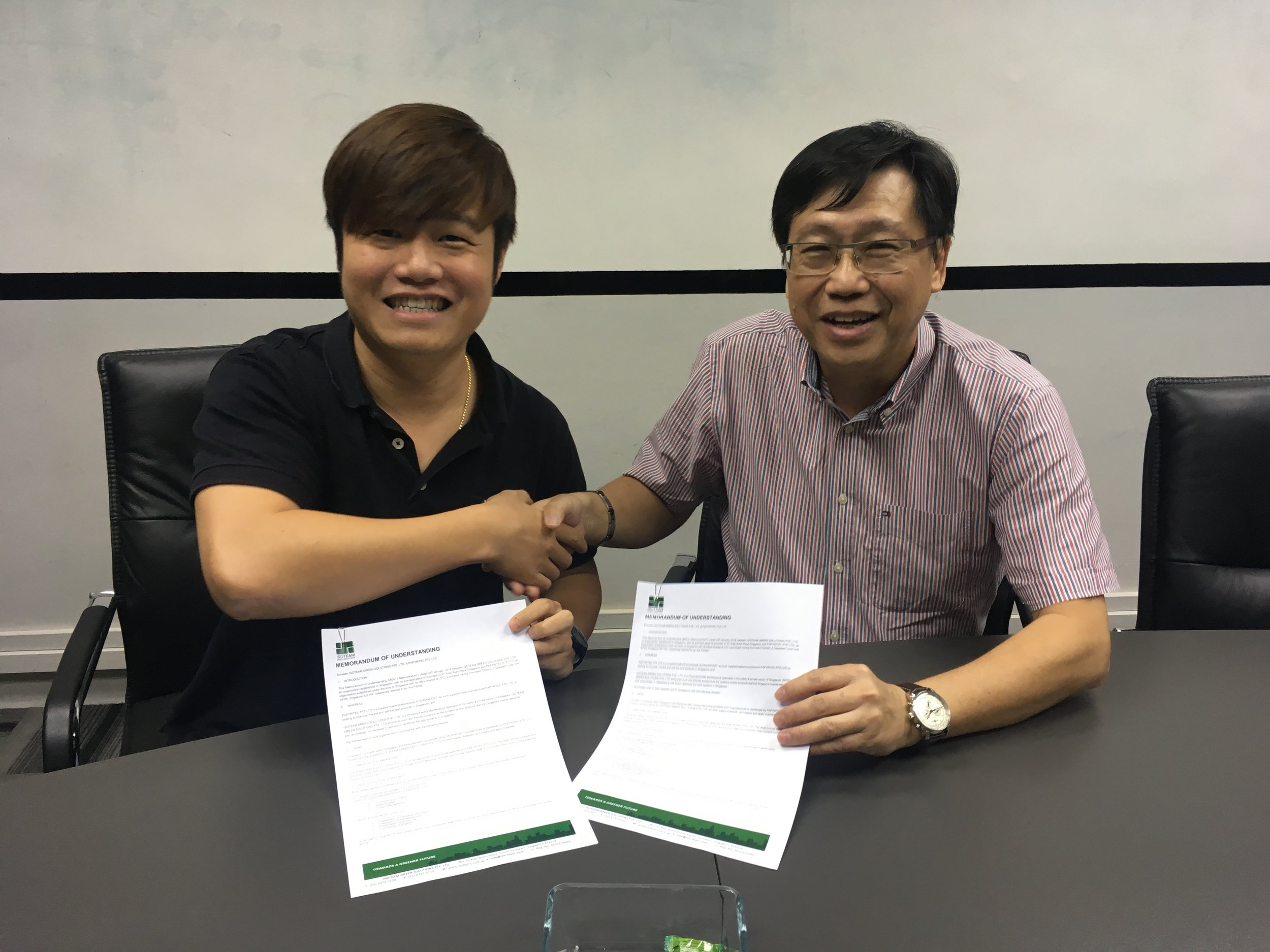 ISOTEAM-Papyritec Alliance - We are proud to announce our partnership with ISOTEAM Green Solutions! This long anticipated partnership is a breakthrough for the use of photocatalytic technology in everyday life. Can you imagine Singapore as an air purifying City-State? Can you imagine a country with negative carbon emissions? The future is much closer than you think!