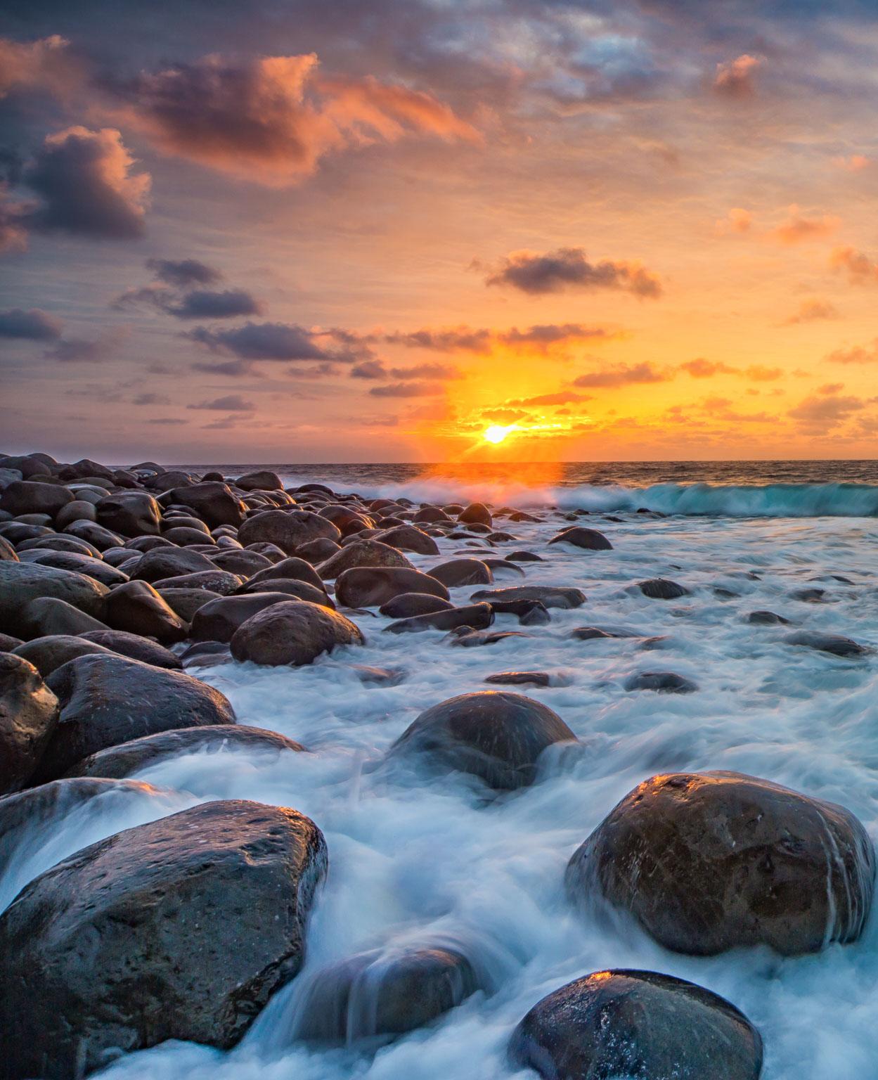 Valugan Boulder Beach Sunrise, Batan Island