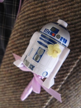 r2d2 with a corsage