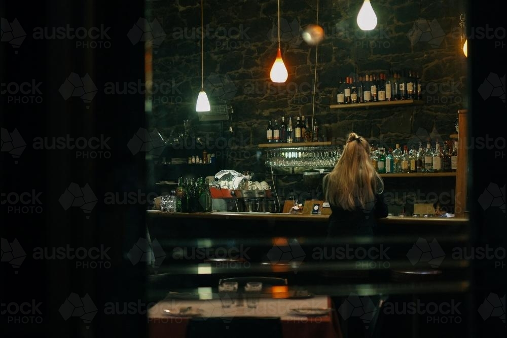young-woman-in-bar-alone-at-night-austockphoto-000001639.jpg
