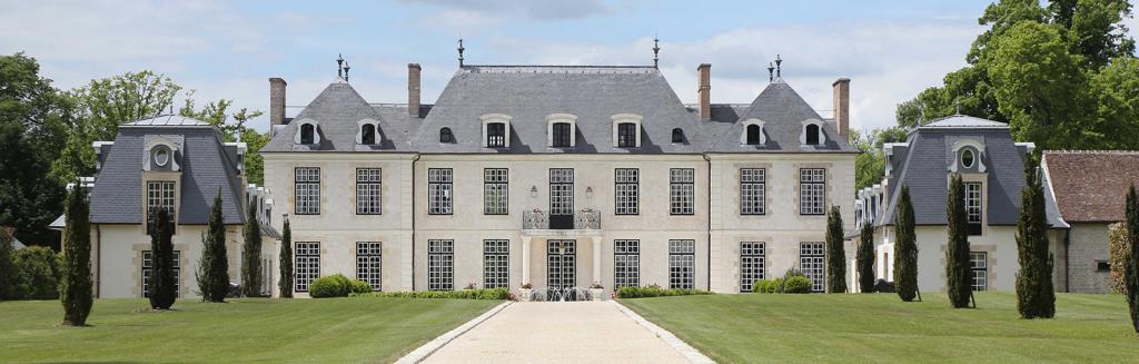 Chateau_du_Coudreceau_CduC_Estates_Front_Drive-1.png