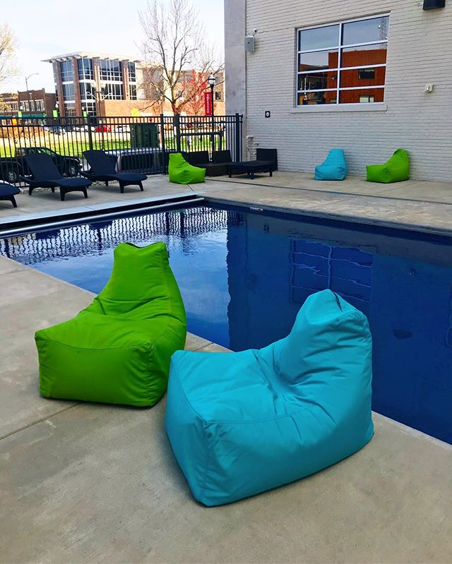 Our pool may be shaded and the weather can't decide what to do BUT you can always hang by the pool in our bean bag chairs. A comfy way to relax before finals 🙌🏻😊 With rates as low as $599, stop by our office to find your new home!