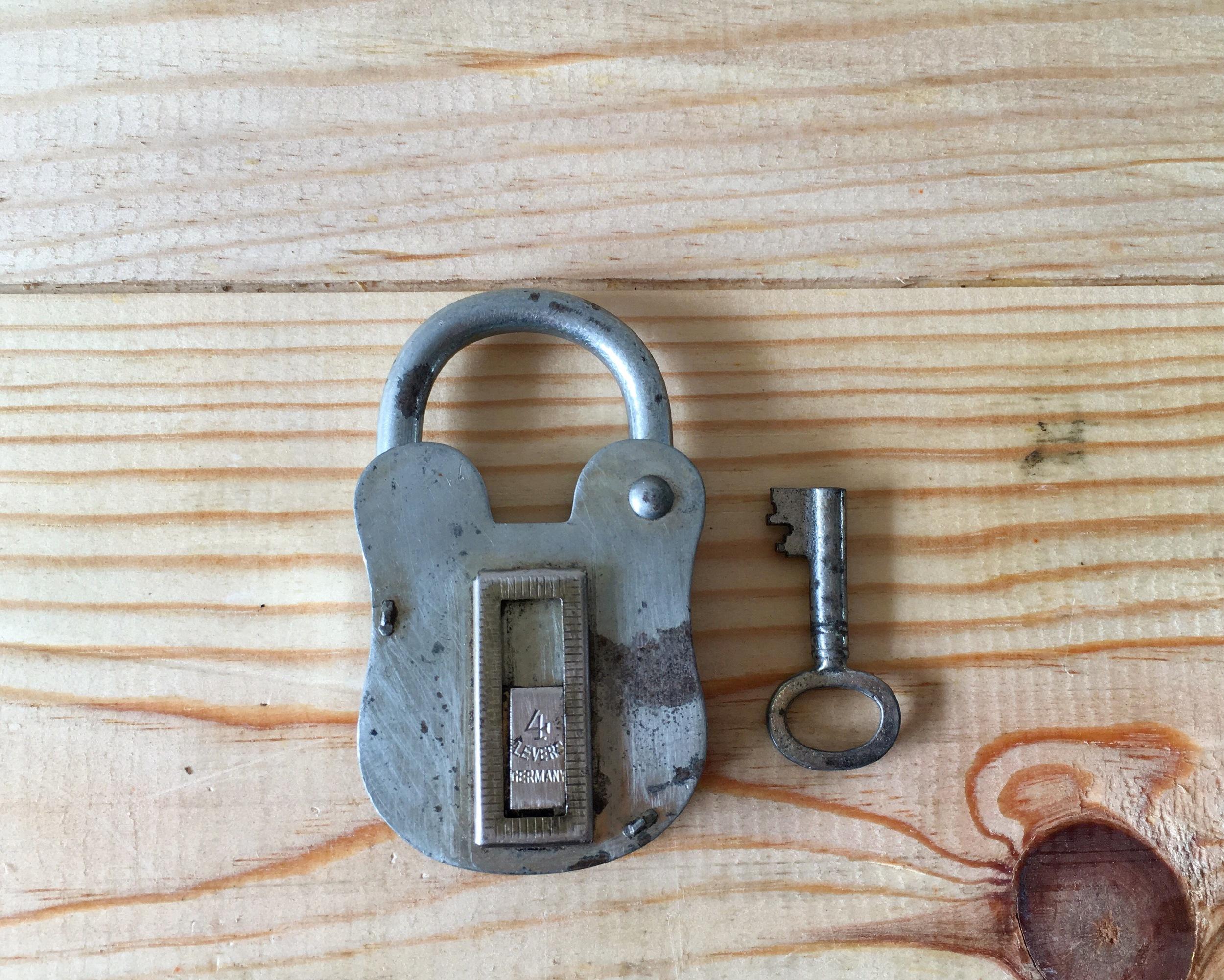 D10 Lock & Key Set