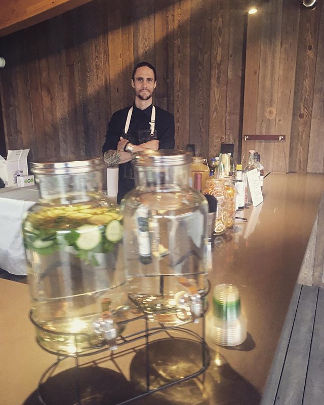 All set up for Rendezvous bar services at @skyviewweddings, complete with homemade, dehydrated garnishes and wild picked mint. On the menu last night: His cocktail: boulevardier  Her cocktail: vodka lemonade Red: Mendoza Malbec White: Marlborough Sauvignon Blanc Beer: Banquet Upslope Citra Pale Good River American Pils . . . . . #coloradowedding #estesparkwedding #estesparkweddingvenue #coloradobride #rockymountainbridemagazine #corporateevents #corporateplanner #weddingplanner #barservices #bartending #cocktails #mobilebar #mobilebartending #wedding #bride #denvernightlife #weddinginspo #coloradoweddingplanner #coloradocorporateevents