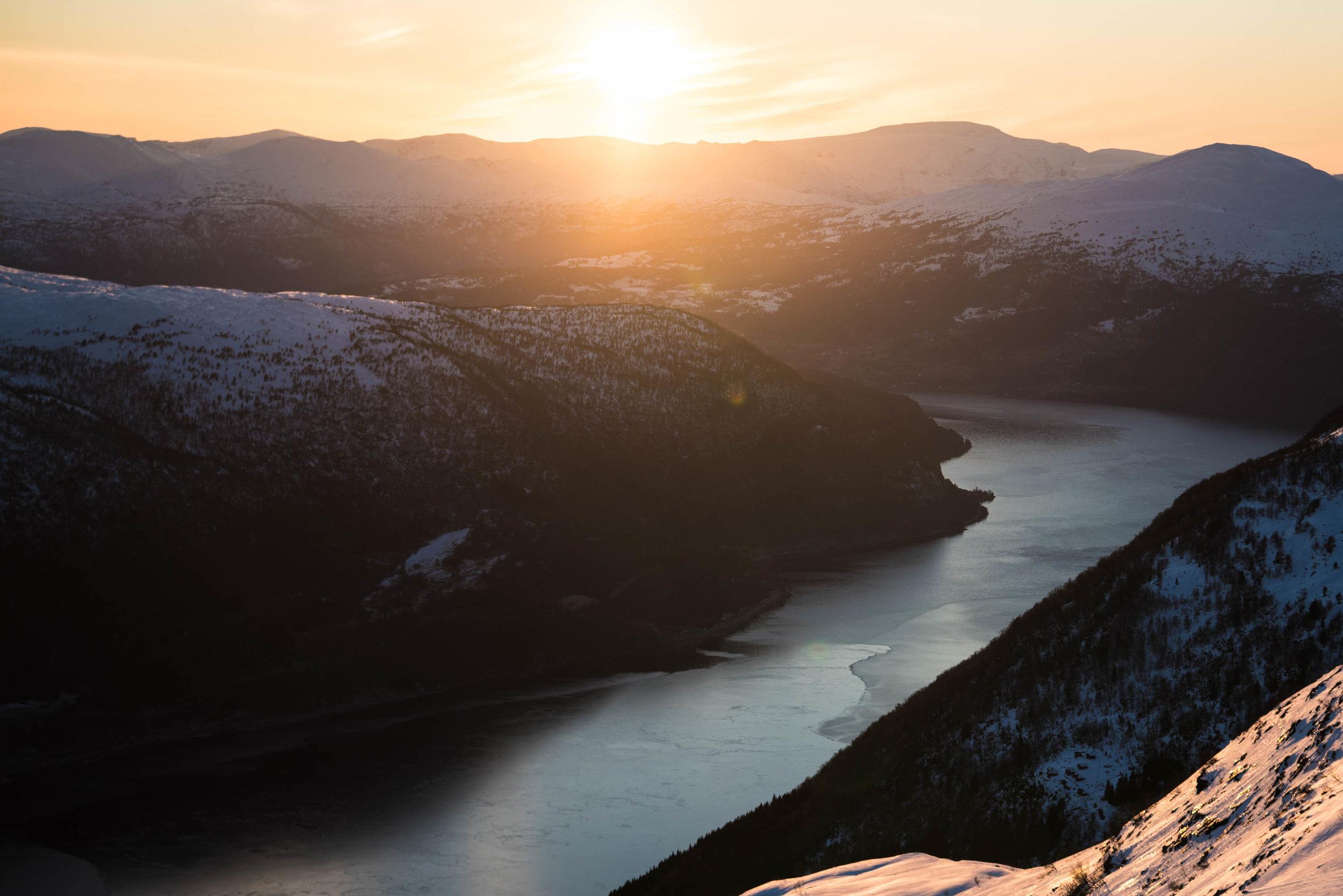 Nordfjorden sett frå Hoven. Foto: Bård Basberg