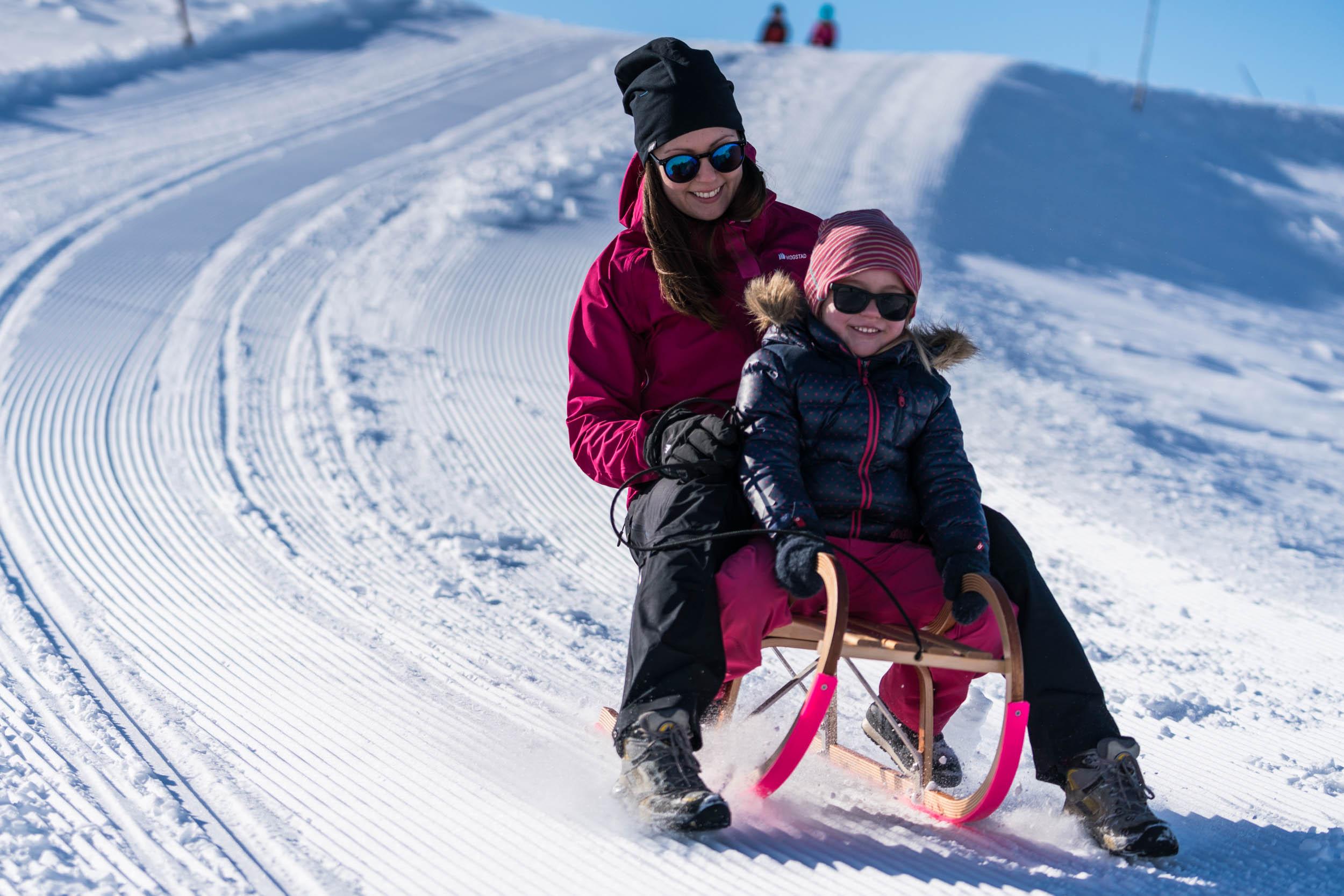 Vinterpark Hoven - Prøv vår fartsfylte akebakke på Hoven. Inkluderer leige av kjelke og hjelm.