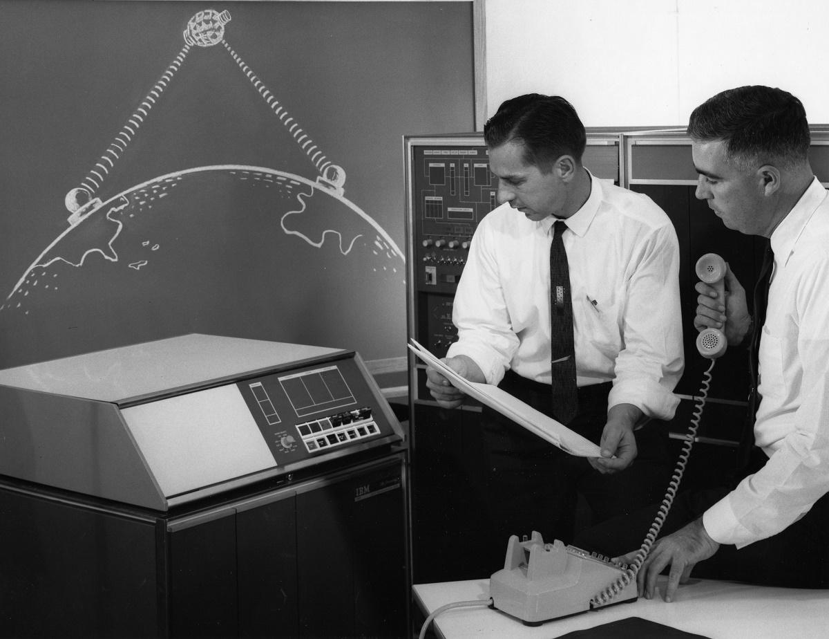IBM1401_1009_Transmission_Satellite_1962 1200 px.jpg