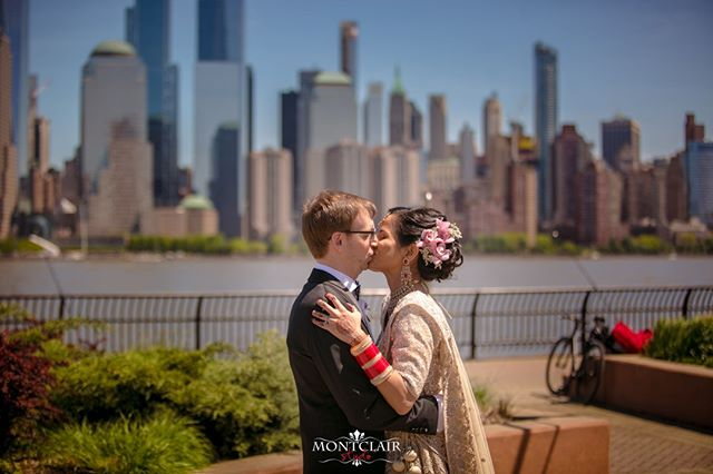 WOW Pamela and Zack got married ! See more images on our social media soon from this beautiful wedding on the side of the Hudson ⠀ ⠀ see more at www.montclairstudio.com