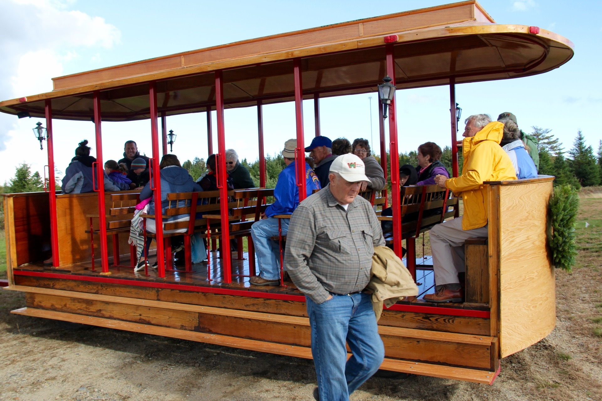 """WAA Founder Morrill Worcester joins a tour group during a fall """"Heroes Hayride"""" event."""