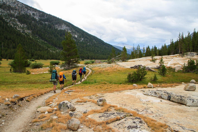 Hiking along the Lyell Canyon - Backpacking Yosemite