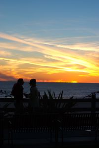 sunset-couple-1563169-638x477.jpg