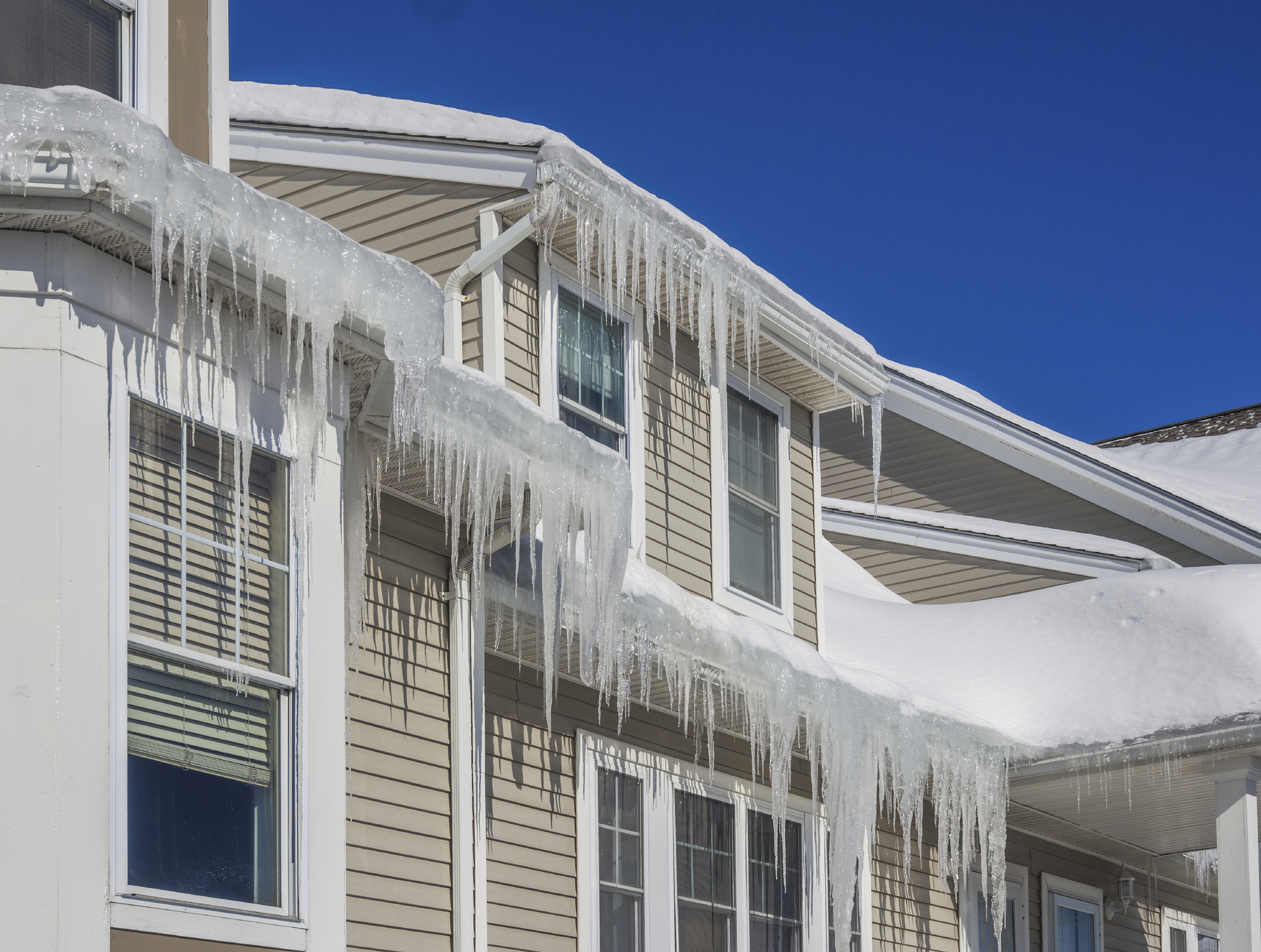 Rands Roofing has professional equipment to remove ice dams quickly and safely without damage to your existing roofing or rain gutters.