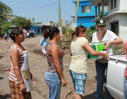 Junio 2013. Desastre natural en Actopan, entregando despensas.