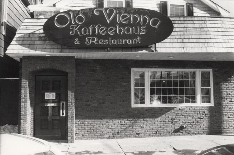 OLD VIENNA KAFFEEHAUS - circa 1989