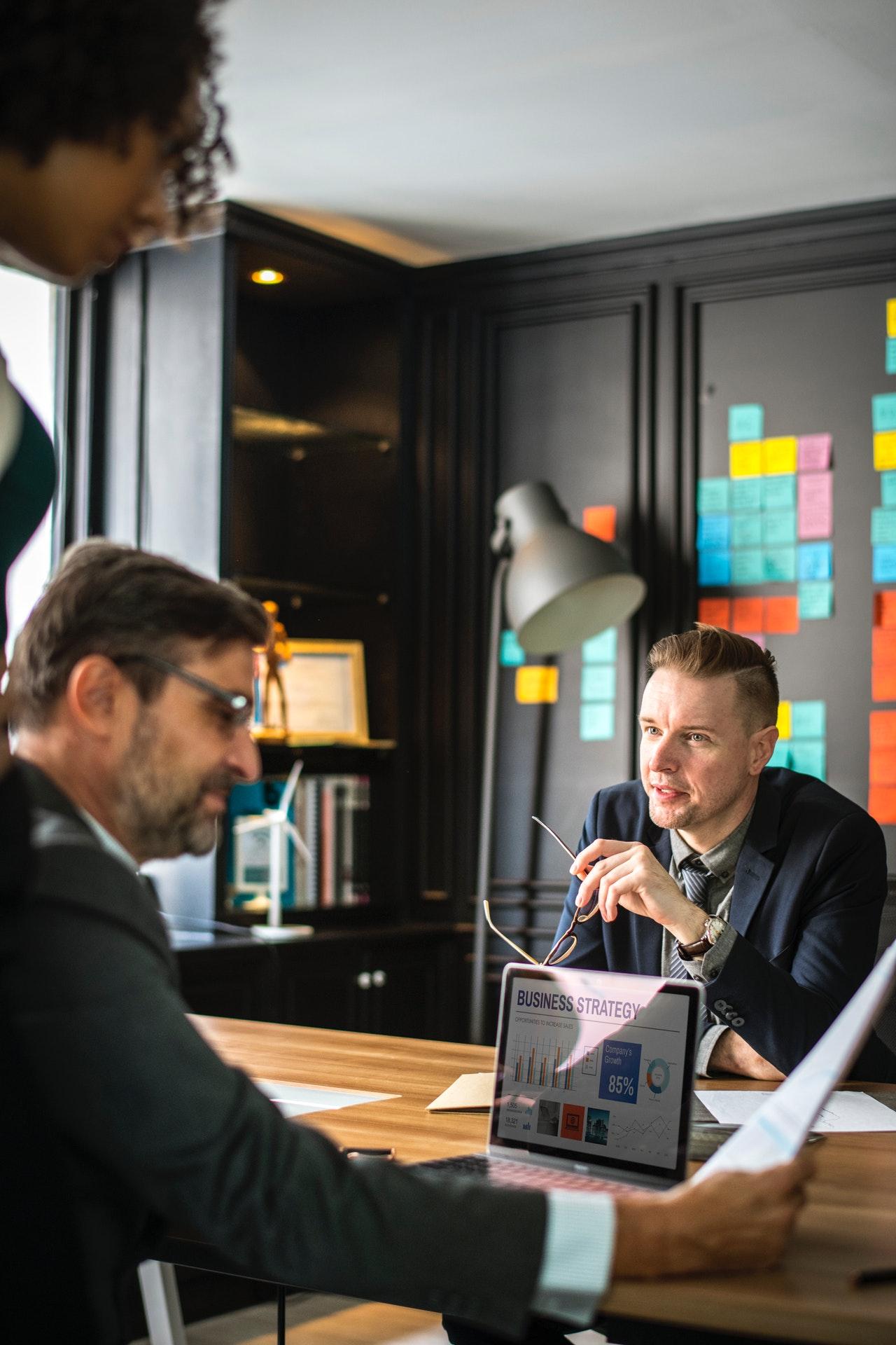 analyzing-brainstorming-business-1080853.jpg