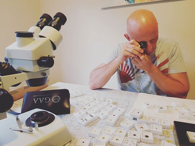 Geeking it out with @briebachanton . . . . . #goldcoastgemstones #gemology #gems #studygemology