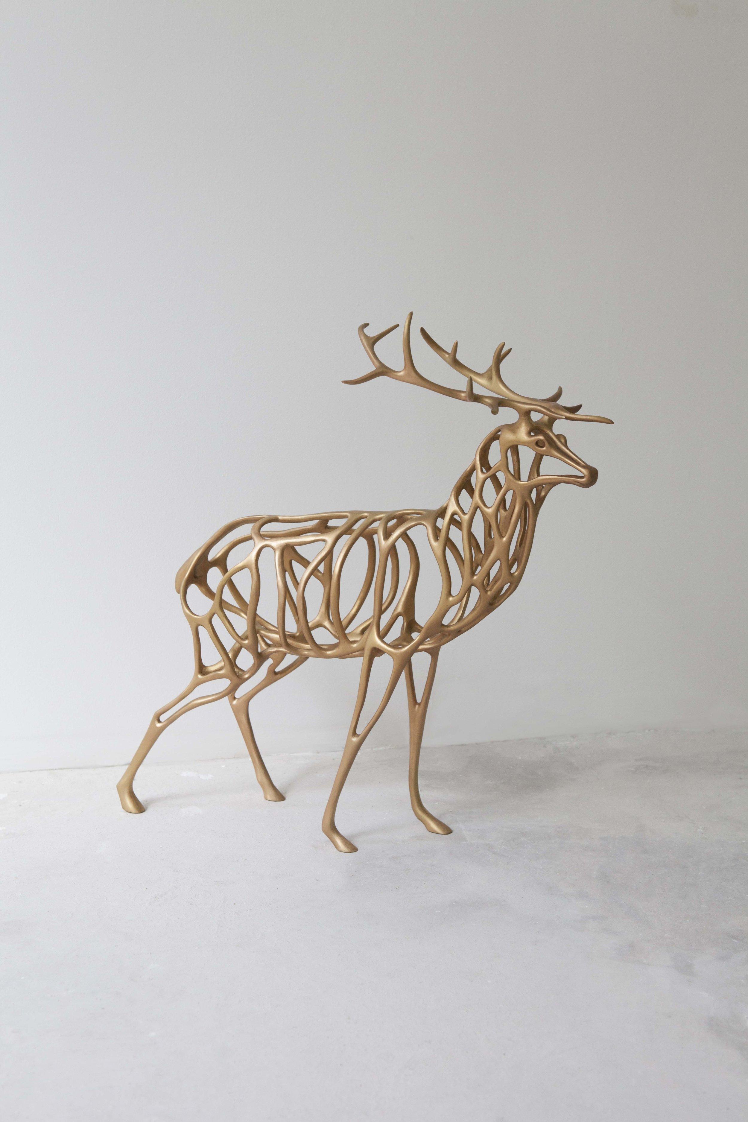 Richard Texier -Deer en bronze - 54 x50 x 24cm - doré.jpg