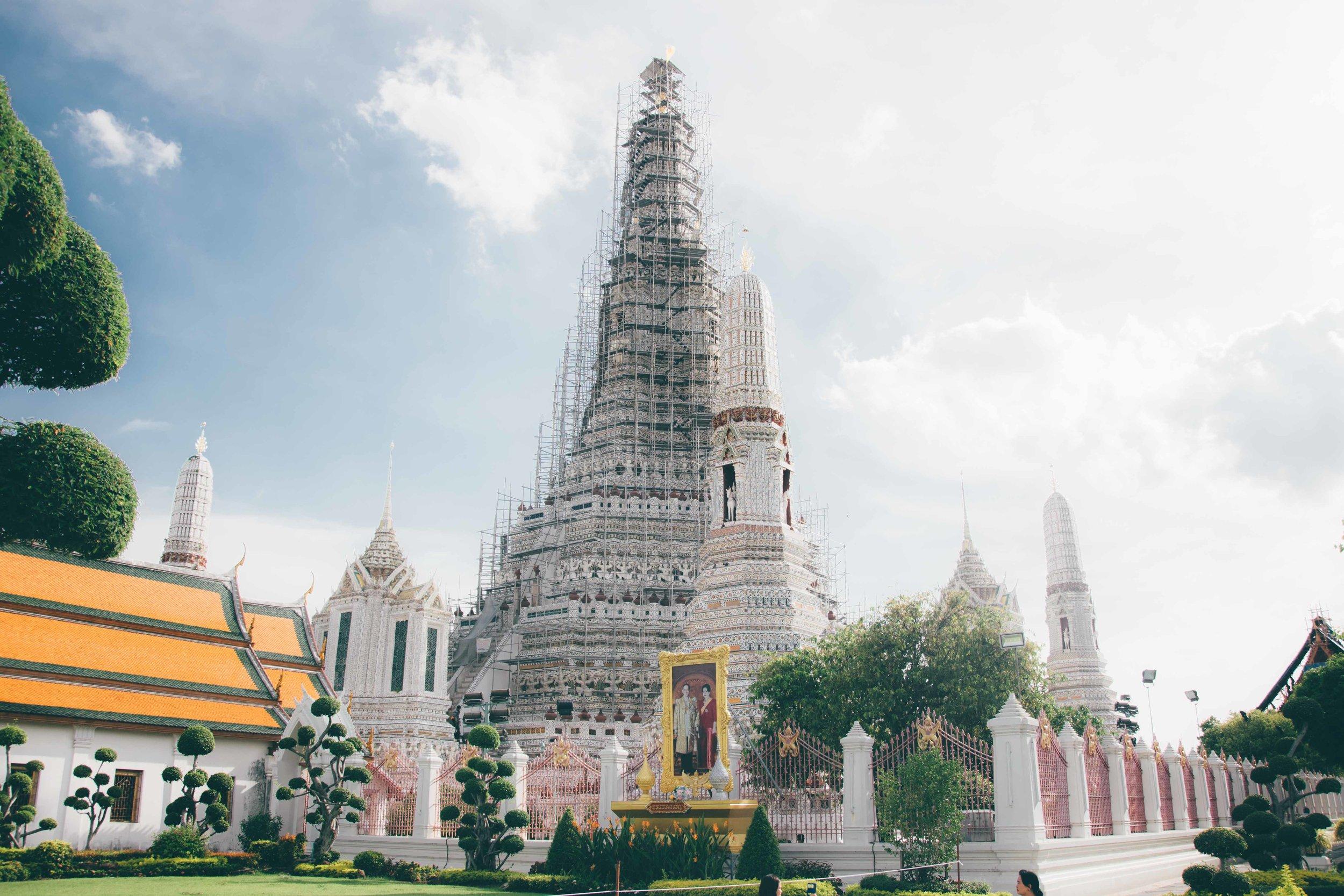 Wat_Arun_Bangkok_Thailand_2016_A_Beautiful_Distraction
