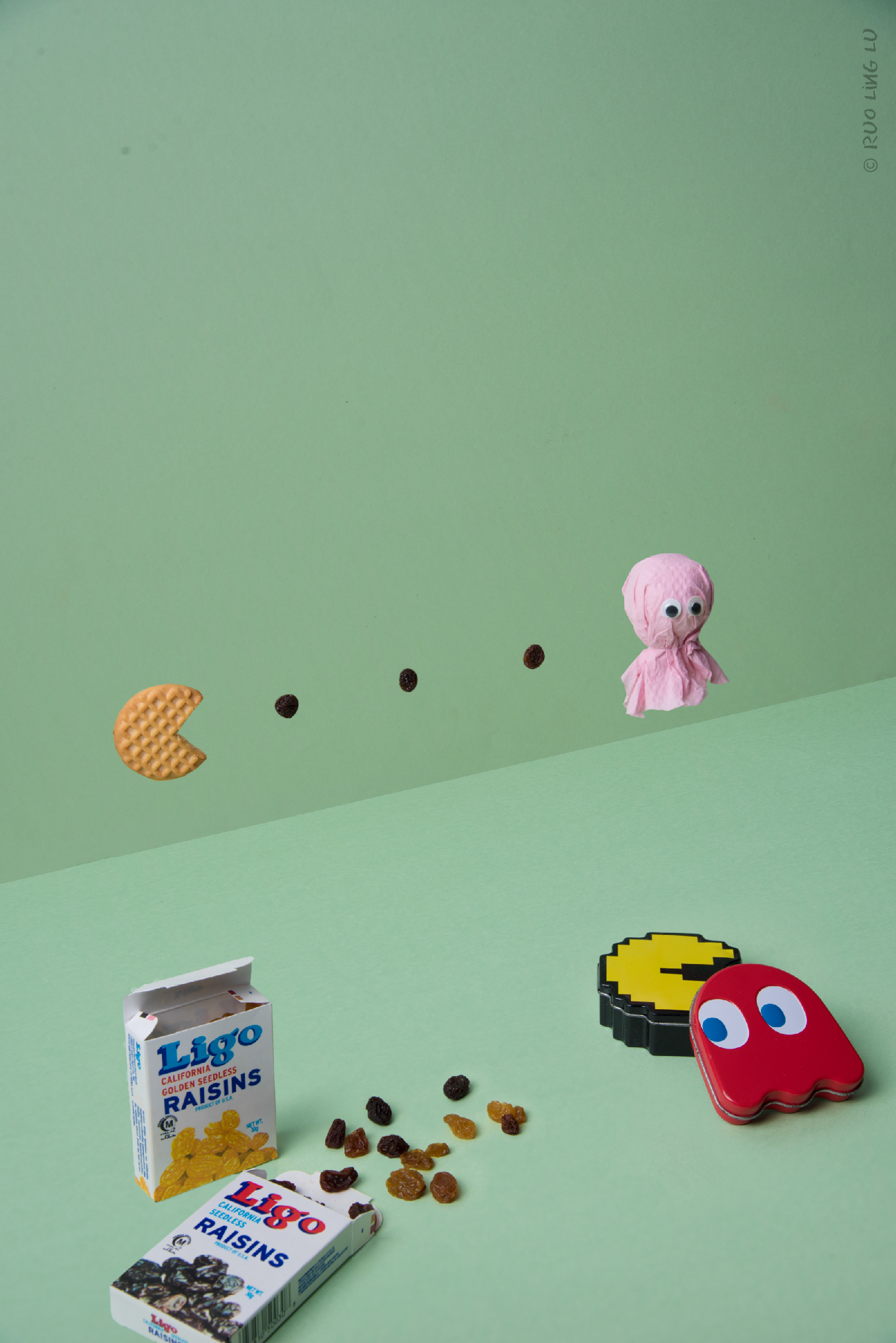 Pacman is something I wanted to do from the very beginning but I had no idea how to execute it other than using Ligo raisins and Tiger biscuit. I had a hard time looking for something to make the ghost.