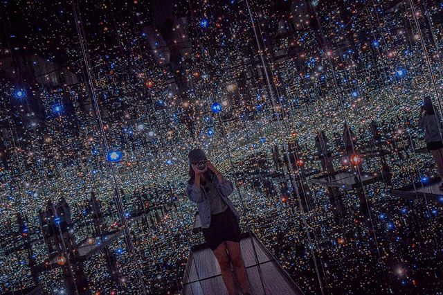 sugoi. Yayoi.   went into this exhibit skeptically cz honestly ain't interested in her work (whatever the giant pumpkin's intention was... it's completely ruined by Instagram culture) but. BUT! to make the most out of the thirty seconds allowed, I counted to five with my camera and spent the next twenty-five seconds just immersing in this... out-of-the-world world. so, so mesmerising. and zen. and unforgettable. glad that I didn't have to share this with any other person. and zen. did I already say zen? yes. zen.