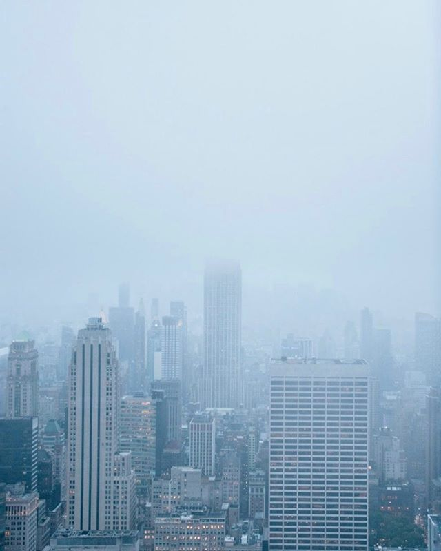 the Empire State being shy... OF ALL DAYS.⁣ .⁣ .⁣ .⁣ .⁣ .⁣ #passionpassport #letsgosomewhere #agameoftones #artofvisuals #staywander #beautifulplaces #neverstopexploring #nikonphotography  #exploremore #roamtheculture #ourdailyplanet #ourplanetdaily #bestvacations #sweetdreamsmag #exploretocreate #hypebeast #gramslayers #usa #nyc