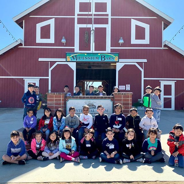 Centennial Farm 2019 🐄🐖🐥🐑🦆🐓🐂 Thank you, Mrs. Perez, Ms. Veronica, and Ms. Ashley for being our parent chaperones!