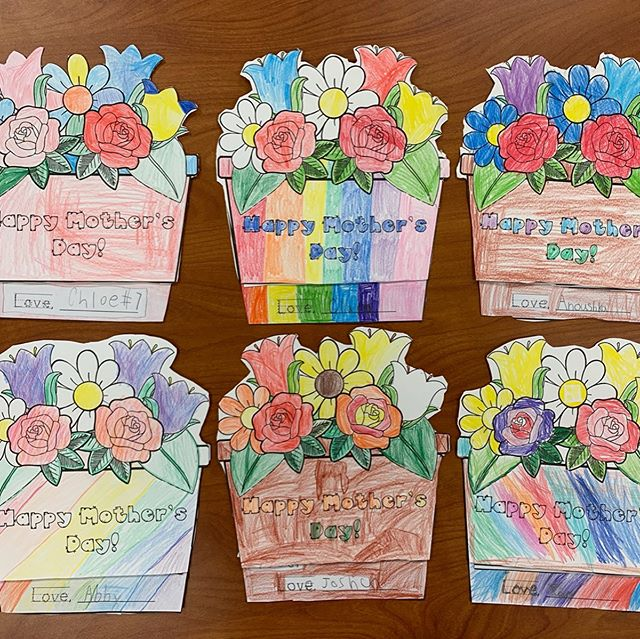 Happy Mother's Day to all of our Room 2 moms! We hope you enjoy the sweet cards the Kindergarteners made for you. 💐