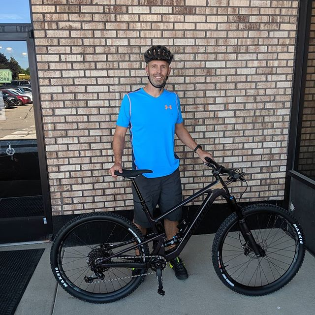 Congrats to Ryan on his new @santacruzbicycles Tallboy! It is the newly remolded Tallboy and it ready for all your shredding trail needs! . . . #santacruzbicycles #santacruzbikes #tallboy #mtb #shred #gnar #lit #🔥