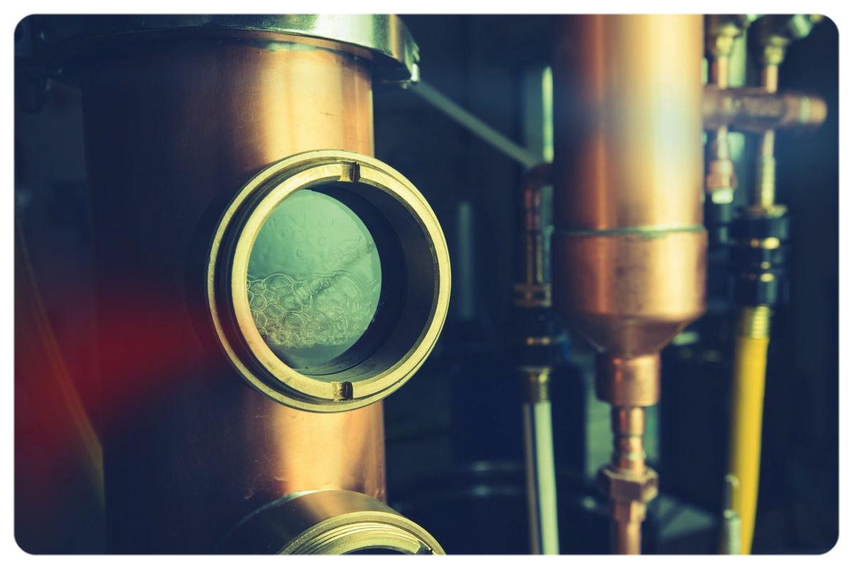 Rum distillation through the copper still