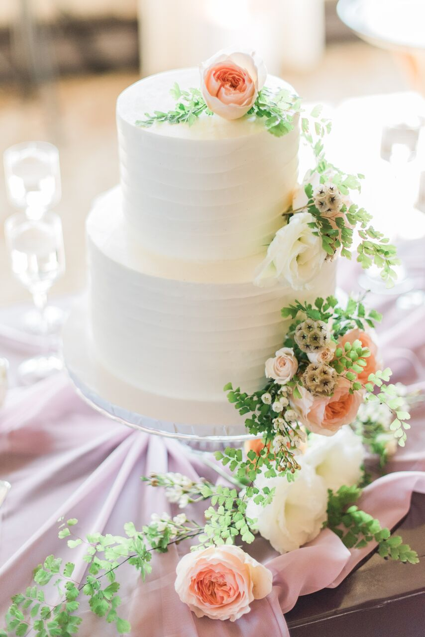 Photography:  Jillian Rose Photo  | Cake:  Vanilla Bake Shop