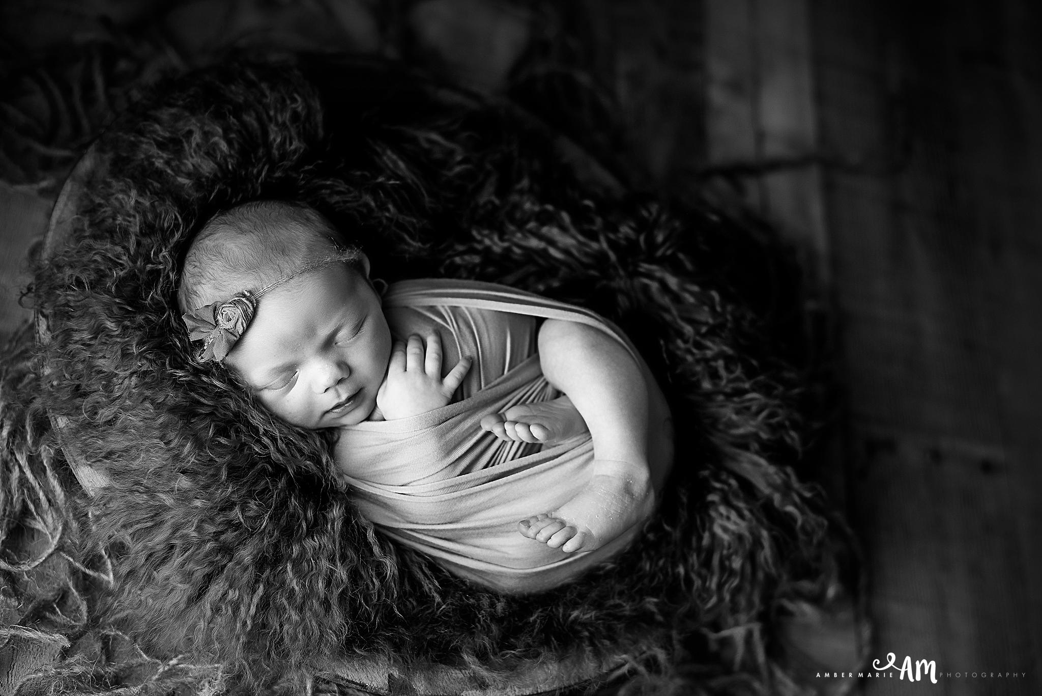 Northfield_Newborn_Photographer36.jpg