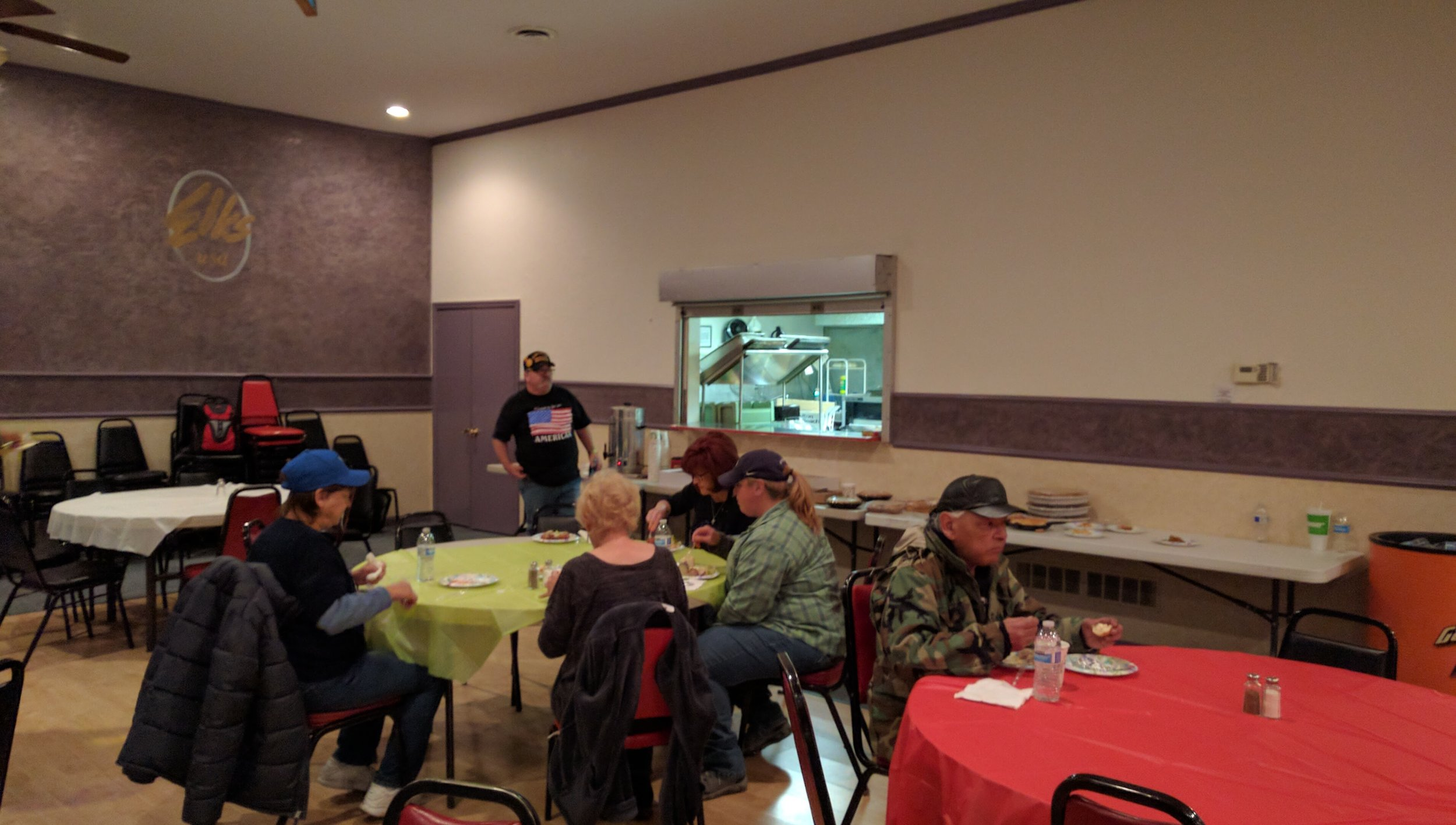 Bob Mello, wearing the Stars and Stripes shirt organized the benefit meal with his wife, as part of their efforts to help Veterans facing difficulties.
