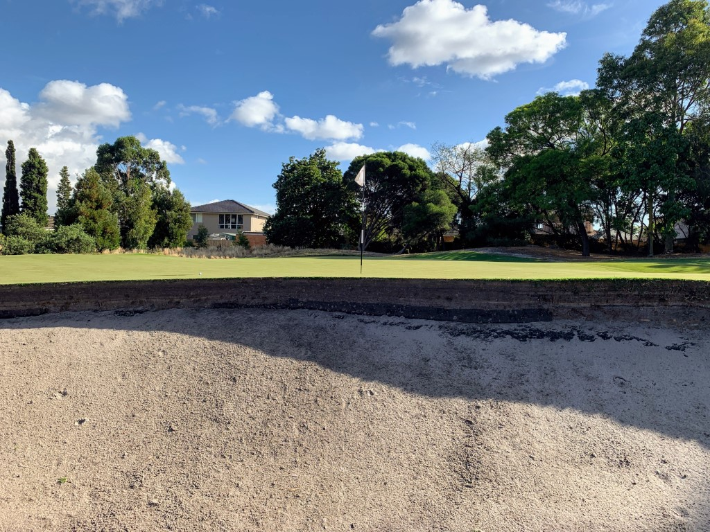 A classic greenside bunker at Metro
