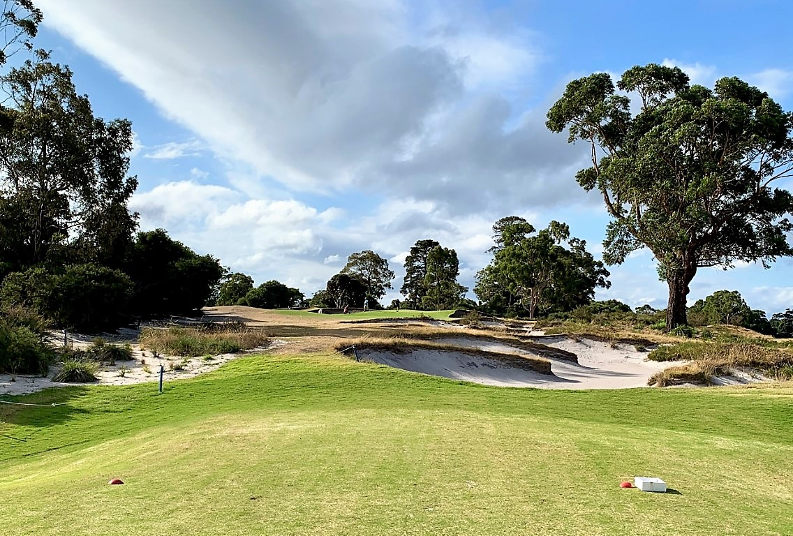 The magnificent 15th at Kingston Heath may be the best par 3 anywhere, with spectacular bunkering