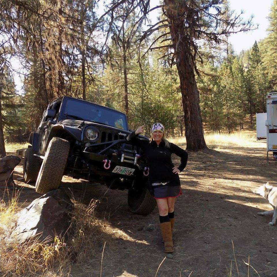 Becky Morris 2015 Jeep Wrangler 3.5in Jeep West hybrid lift on 35s. Mulino, OR
