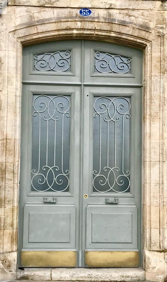 One of hundreds of beautiful doorways in Bordeaux.