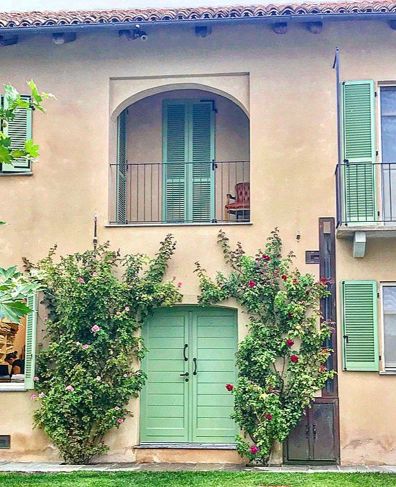 The doors to the charming rooms are adorned with rose bushes.