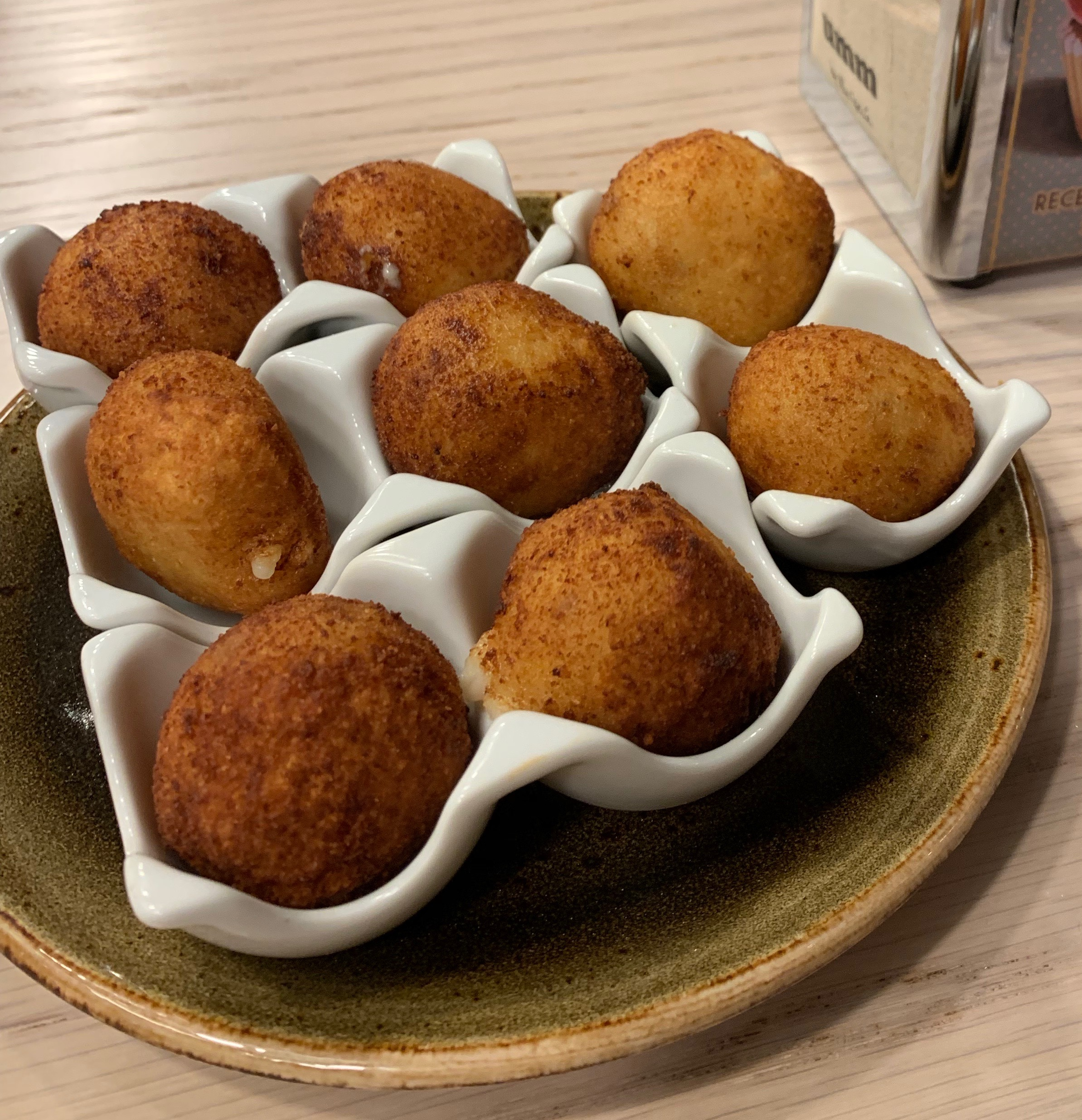 Delicious croquetas, filled with a creamy béchamel sauce and other ingredients, can be found everywhere.