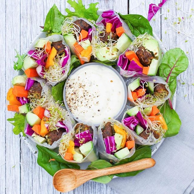 Time for a mini-detox after indulging in a bit too much festive food! 🙈 Summer Vegan Rolls Recipe with @bitemefinefoods organic falafels 👌🏼😍 Ingredients 5 rice paper sheets 5 @bitemefinefoods Wild Rice Falafels 1 tbsp garlic infused olive oil 1 large carrot, sliced ¼ capsicum, sliced ½ large cucumber, sliced ½ cup purple cabbage, chopped ½ cup alfalfa sprouts For the dressing: ½ cup vegan mayonnaise or regular mayonnaise ¼ tsp garlic granules Pinch salt + pepper Pinch paprika ¼ tsp oregano Method 1. Heat 1 tablespoon of garlic infused olive oil in a saucepan on low heat. 2. Fry falafels for 1 minute on each side or until crisp. Allow 1 falafel per rice paper roll, slice in halves and set aside. 3. Prepare vegetables. 4. Fill a large bowl with warm water. Soak sheets for 30 seconds and use immediately. 5. Place rice sheet on a plate, place vegetables and falafels in centre, fold sides and roll. 6. Serve fresh or store in refrigerator. Dressing: In a small bowl, combine mayonnaise, garlic granules, salt, pepper, paprika and oregano. Serve with rice paper rolls. YUM 😋 . . . . . . #wholefoods #eattherainbow #plantbased #foodisfuel #fruit #healthy #healthyfoodshare #vegan #holistichealth #glutenfree #superfood #dairyfree #sugarfree #nourish #vegansofig #veganfoodshare #veganeats #foodie #cleaneating #feedfeed #organic #workout #rawvegan #rawfood #hiit #superfoods #jerf #healthysnack #healthyfood